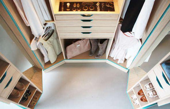 Begehbarer kleiderschrank luxus  Platzsparender Luxus: Begehbarer, zusammenklappbarer Kleiderschrank ...