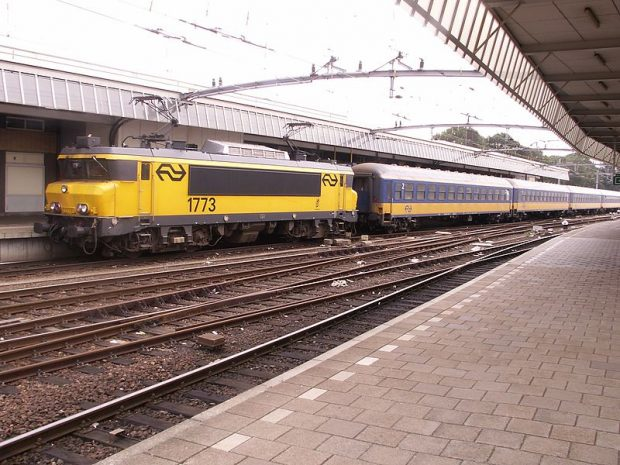 Ein Zug der niederländischen Bahn in Venlo. Foto: By M.Bienick (M.Bienick) [CC BY-SA 2.5 (http://creativecommons.org/licenses/by-sa/2.5)], via Wikimedia Commons