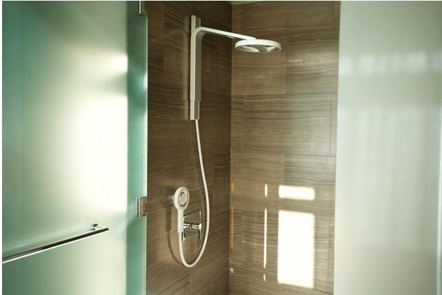 nebia diese innovative dusche verbraucht 70 prozent weniger wasser. Black Bedroom Furniture Sets. Home Design Ideas