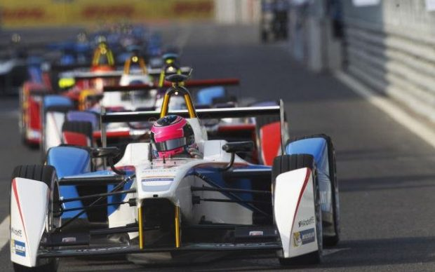 In der Formel E fahren exklusiv elektronisch angetriebene Rennwagen. Bild:  Formula E: VIDEO E HIGHLIGHTS del GP!, Motori Italia, Flickr, CC BY-SA 2.0