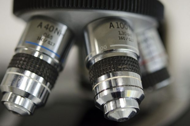 Foto:  Microscope, University of Liverpool Faculty of Health & Life Sciences, Flickr, CC BY-SA 2.0
