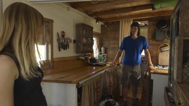 us p rchen baut sich ein eigenes tiny house auf r dern. Black Bedroom Furniture Sets. Home Design Ideas