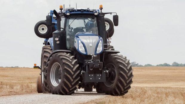 selbstfahrende traktoren zeigen die zukunft der landwirtschaft. Black Bedroom Furniture Sets. Home Design Ideas