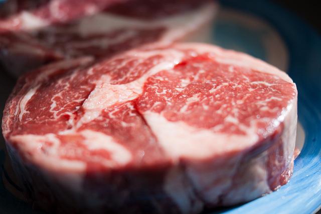 Sollten wir den Fleischkonsum ebenso hoch besteuern wie Tabak?
