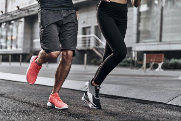Gegen Rückenschmerzen und Bewegungsfehler: Intelligente..